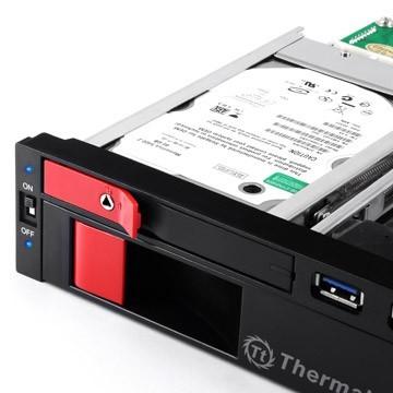 Thermaltake-Max5-Duo-Sata-HDD-Rack-3.jpg